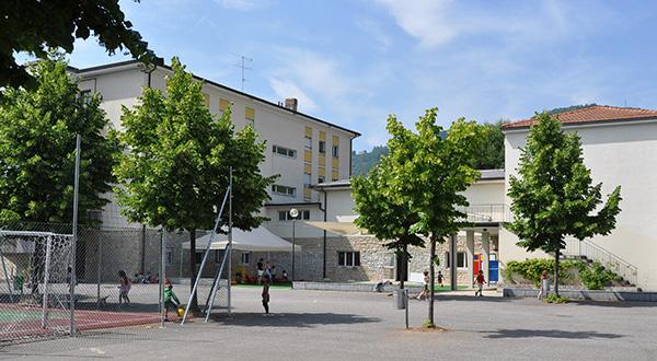 Edificio scolastico cortile